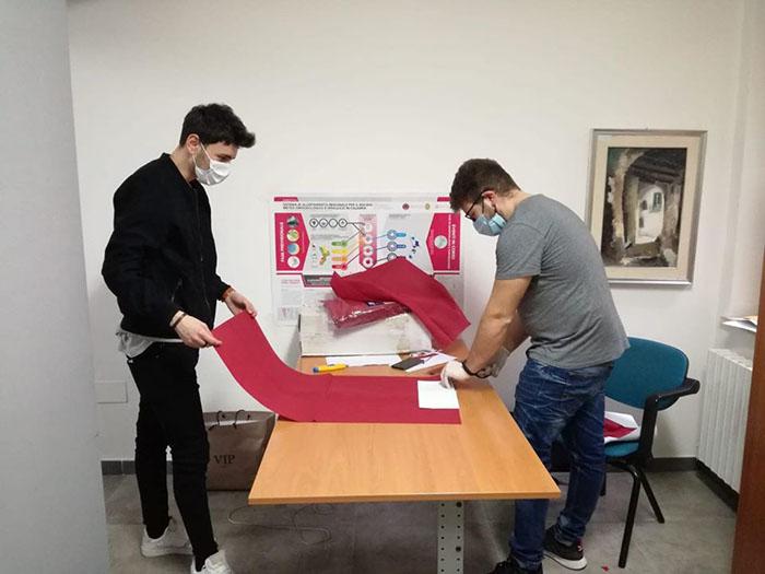Saracena: l'Amministrazione consegna tablet, libri e mascherine a studenti